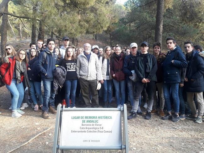 El grupo de estudiantes en el Barranco de Víznar.