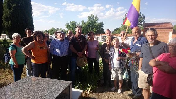 Homenaje en el cementerio de Lanteira.