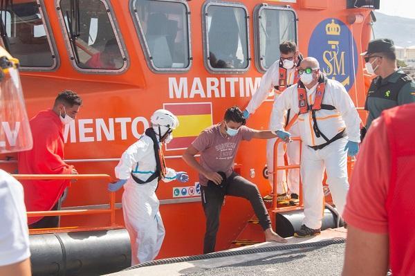 Llegada de un grupo de migrantes, el pasado viernes 21 de agosto, al Puerto de Motril.