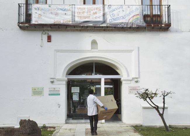 Material entregado a la Residencia de Mayores San Luis.