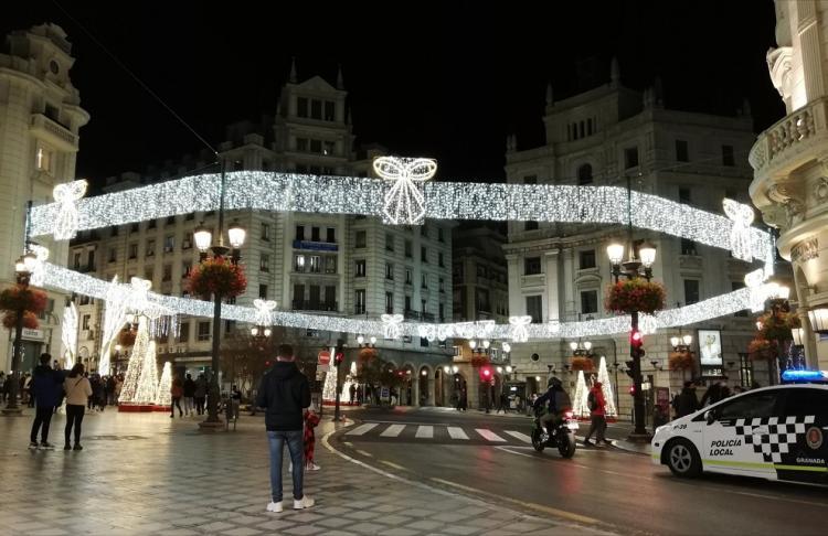 Imagen de Puerta Real, con la iluminación navideña.