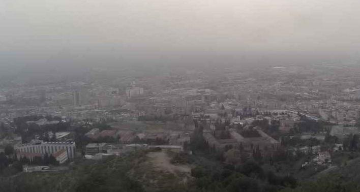 Calima este miércoles en una imagen de la webcam municipal, en la Carretera de Murcia.