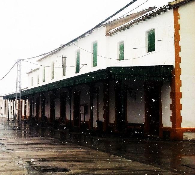 Nieva, en la antigua estación de tren de Baza.
