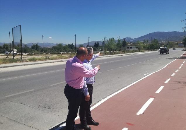 José María Villegas y Nazario Montes, junto al carril bici.
