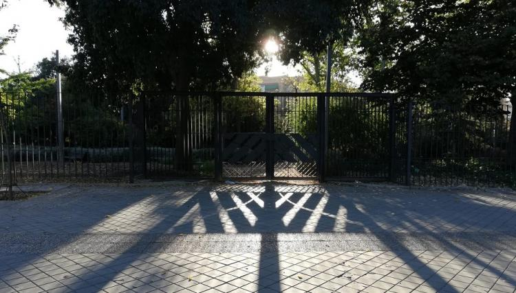 Parque público de la capital cerrado desde este sábado, con la entrada en vigor de las restricciones.