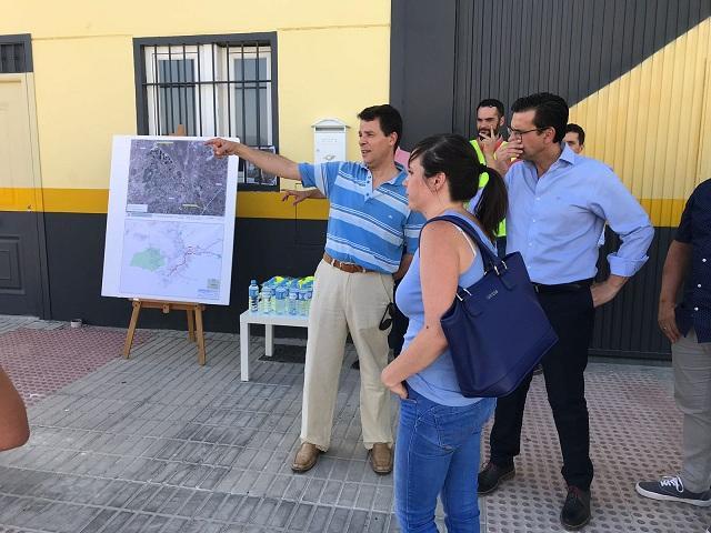 La alcaldesa de Las Gabias, el de Granada y el gerente de Emasagra.