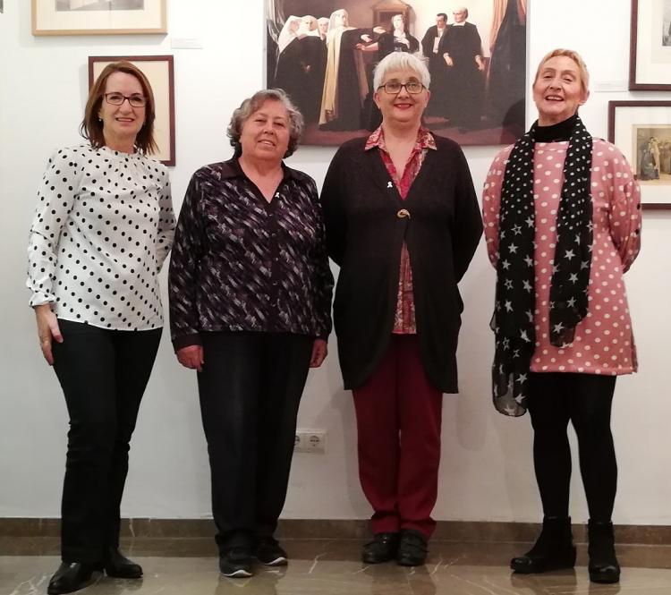 De izquierda a derecha, Milagros Mantilla, Natividad Bullejos, Emilia Barrio y Pilar Palomo, en una de las estancias del Centro de Mujeres Mariana Pineda de Granada.