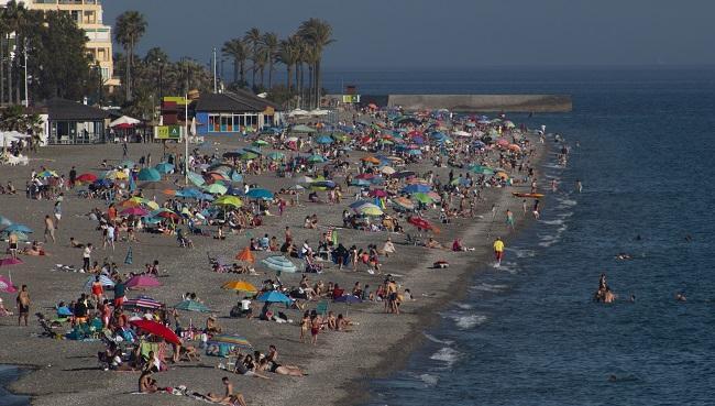 Vista de la Playa de Salobreña este sábado por la tarde.