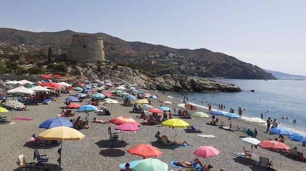 Playa El Tesorillo, en Almuñécar.