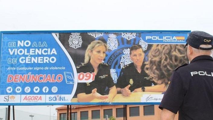 Uno de los mensajes policiales en vallas publicitarias.
