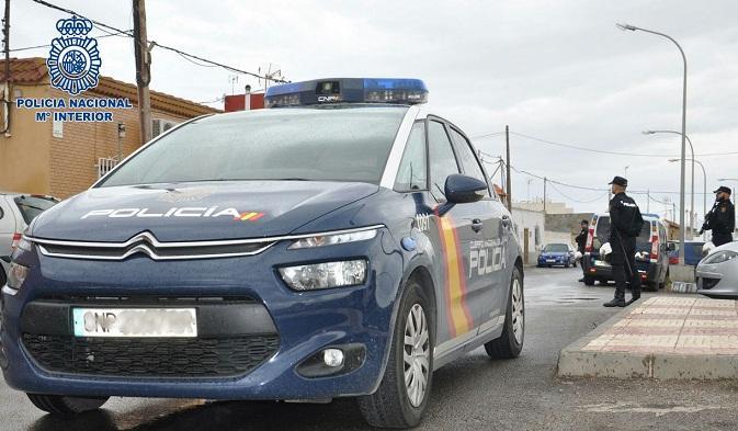 La detención requirió numerosos agentes.