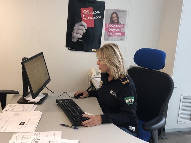Mariona Aguiló, en las dependencias del Grumume, en la Jefatura de la Policía Local de Granada.