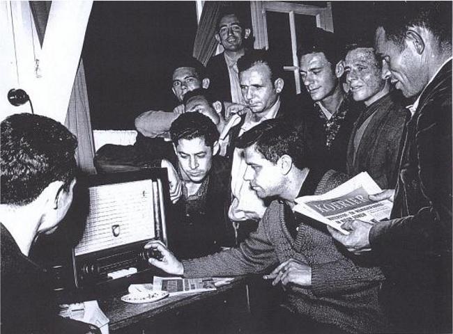 En los años 50, los oyentes de Radio Pirenaica organizaban audiciones en grupo y clandestinas.