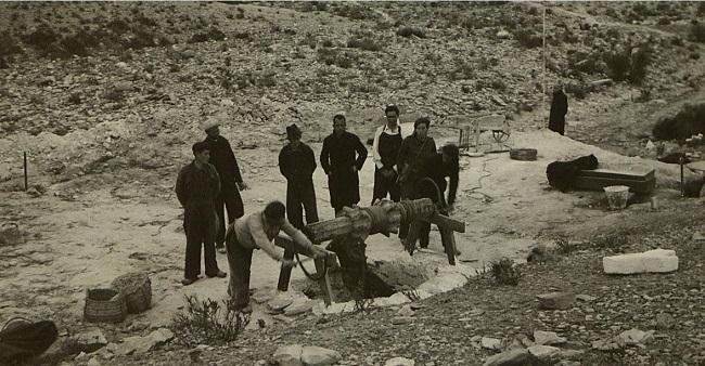 Pozo La Lagarta, durante las exhumaciones de febrero de 1941.