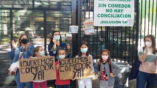 Movilización, este viernes, en el colegio Fuentenueva de la capital.