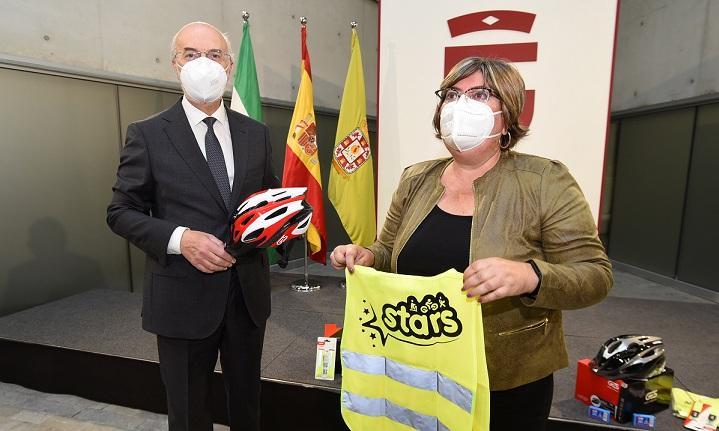 La Diputación dotará a los centros con cascos, chalecos y kits de reparación.