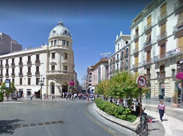 La joven fue localizada en el entorno del Hotel Victoria, en Puerta Real.