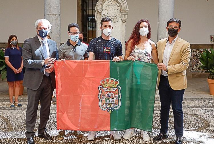 Ignacio Fontes, José Manuel Ruiz y Laura Bueno, recibido por Cuenca y Huertas.