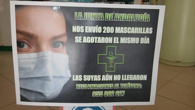 Cartel en una farmacia de Granada.
