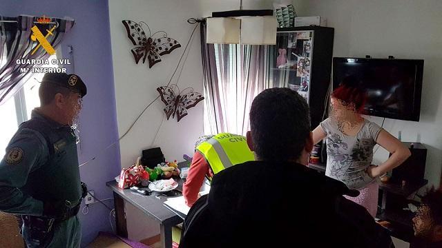 Registro en una vivienda de los atracadores, en el Zaidín.