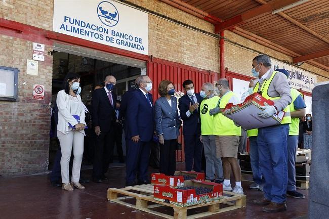 La Reina Sofia visita el Banco de Alimentos de Granada.