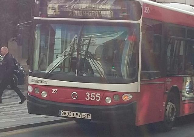 Uno de los buses con más de 12 años de antigüedad.