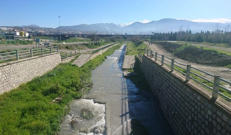 Río Monachil, justo a la entrada de la capital, donde se iniciará la 'ruta del colesterol' hasta Monachil.