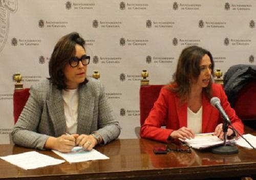 María Francés y Rocío Díaz en una rueda de prensa.