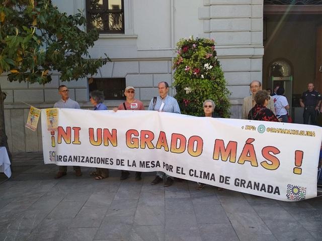 Presentación de la Marcha por el Clima, frente al Ayuntamiento.