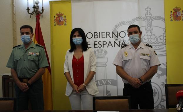 Inmaculada López Calahorro, con mandos de Policía Nacional y Guardia Civil.
