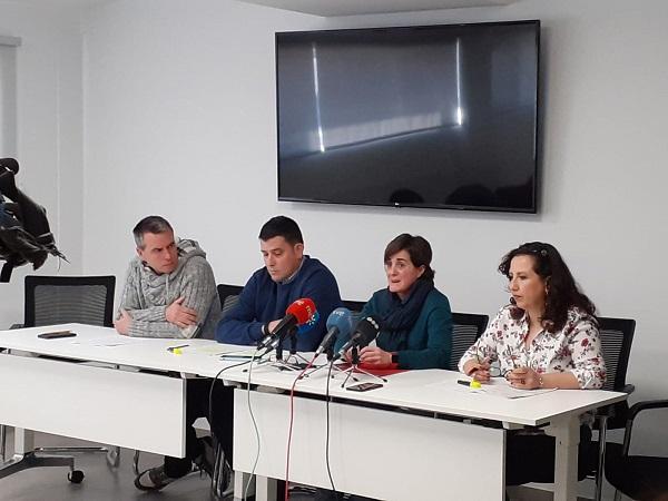 Representantes de los cuatro sindicatos, en rueda de prensa este lunes.