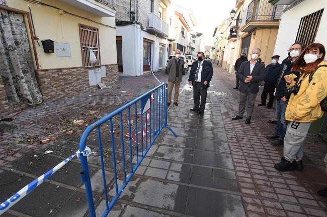 Imagen de una visita, tras los terremotos, del presidente de la Diputación a Santa Fe.