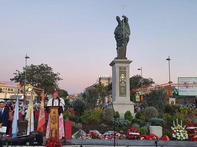 El Nuncio del Papa, durante al acto de inauguración y bendición de la estatua.