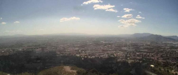 Imagen de la capital y extrarradio este jueves, tomada por la webcam municipal de Medio Ambiente.