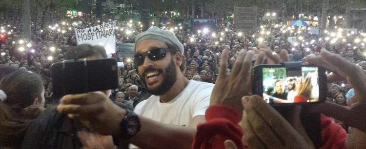 Jesús Candel, 'Spiriman', graba el vídeo que subió a las redes seguido por miles de granadinos y granadinas en el Paseo del Salón.