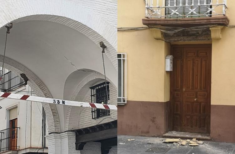 A la izquierda, grieta en el arco de Santa Fe y, a la derecha, cascotes caídos en una vivienda del casco histórico de la localidad.