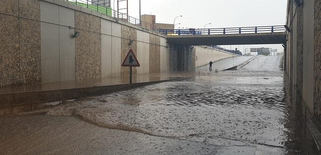 El túnel de Avenida de Andalucía se ha anegado y ha quedado cerrado al tráfico.