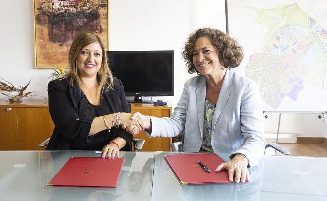 Loli Cañavate y Pilar Aranda.