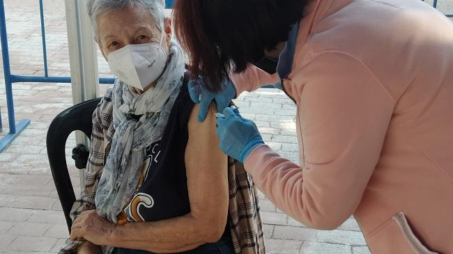 Vacunación en el estadio de Almuñécar.