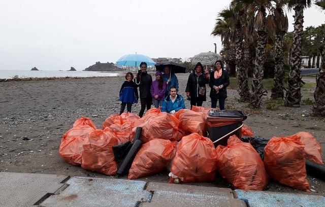 Residuos recogidos en la playa de Fuentepiedra.