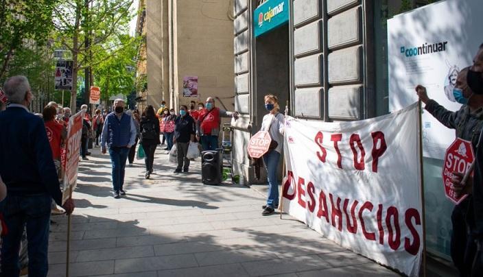 Movilización frente a la oficina de CajaMar de Gran Vía.