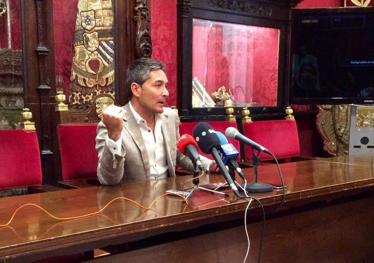 Manuel Olivares en rueda de prensa.