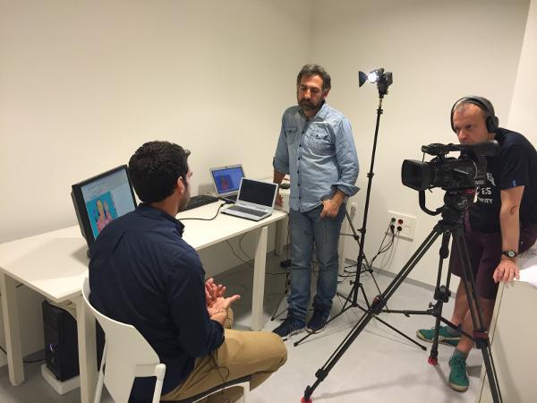 Una de las entrevistas realizadas por Reuters en la UGR.