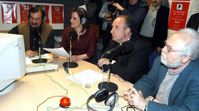 Julio García, Lola Fernández, junto a David Aguilar y Juan de Loxa, en el inicio de 'Periodistas por la Paz'.