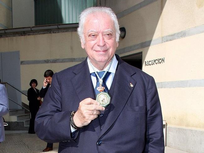 Tico Medina, en una imagen tras recibir la Medalla de Andalucía en 2008.