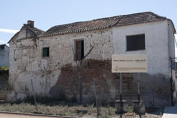 Edificio que alberga los baños árabes de Churriana, muy deteriorado.