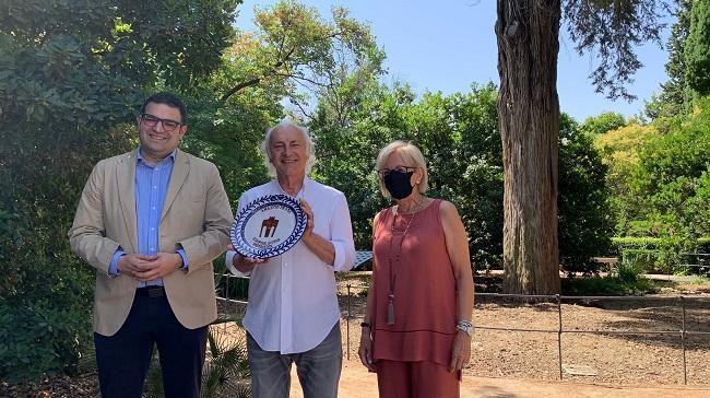 Amancio Prada con María de Leyva y Vicente Coves, este mediodía en Granada.