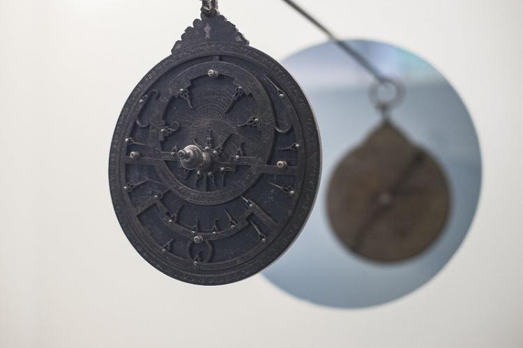 Detalle del astrolabio que forma parte de la colección del Museo Arqueológico de Granada.