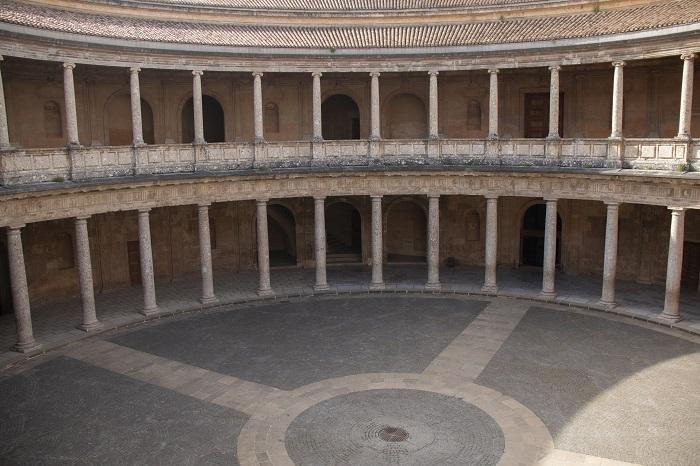 Palacio de Carlos V, vacío durante el confinamiento.