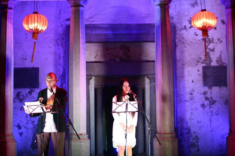 Un momento del espectacular recital de poesía china.